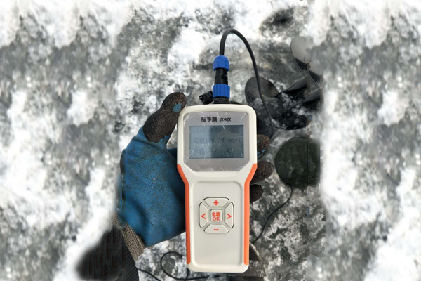 Portable dissolved oxygen meter for Northeast aquaculture farms, with accurate, rapid and stable measurement data
